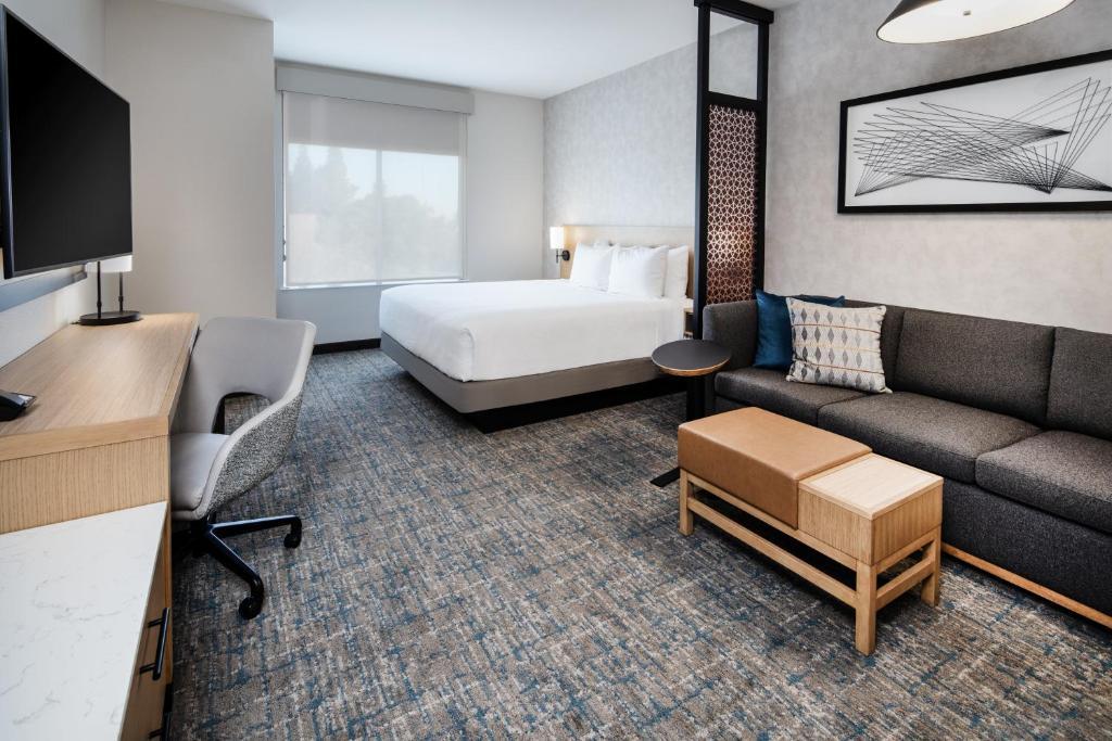 A room at the Hyatt Place Bakersfield.