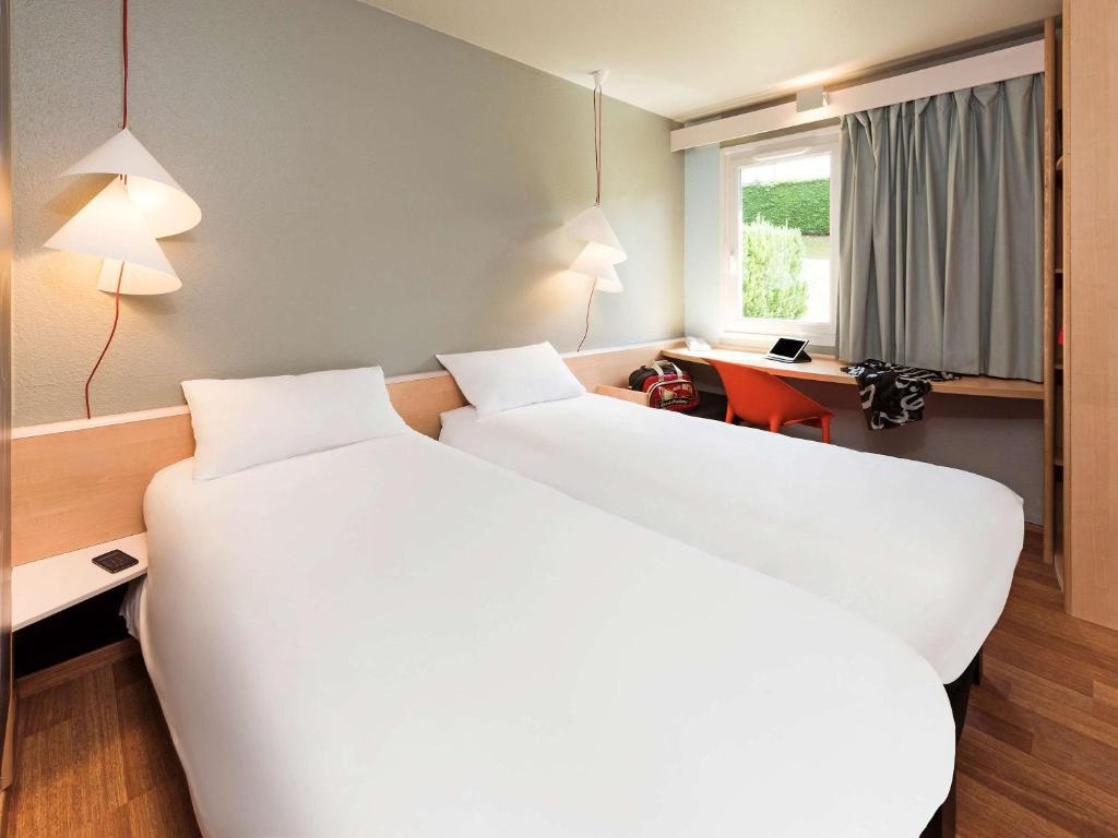 Кровать или кровати в номере ibis Montbéliard