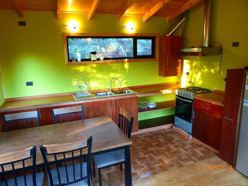 Una cocina o zona de cocina en Cabañas Latitud 41 Sur