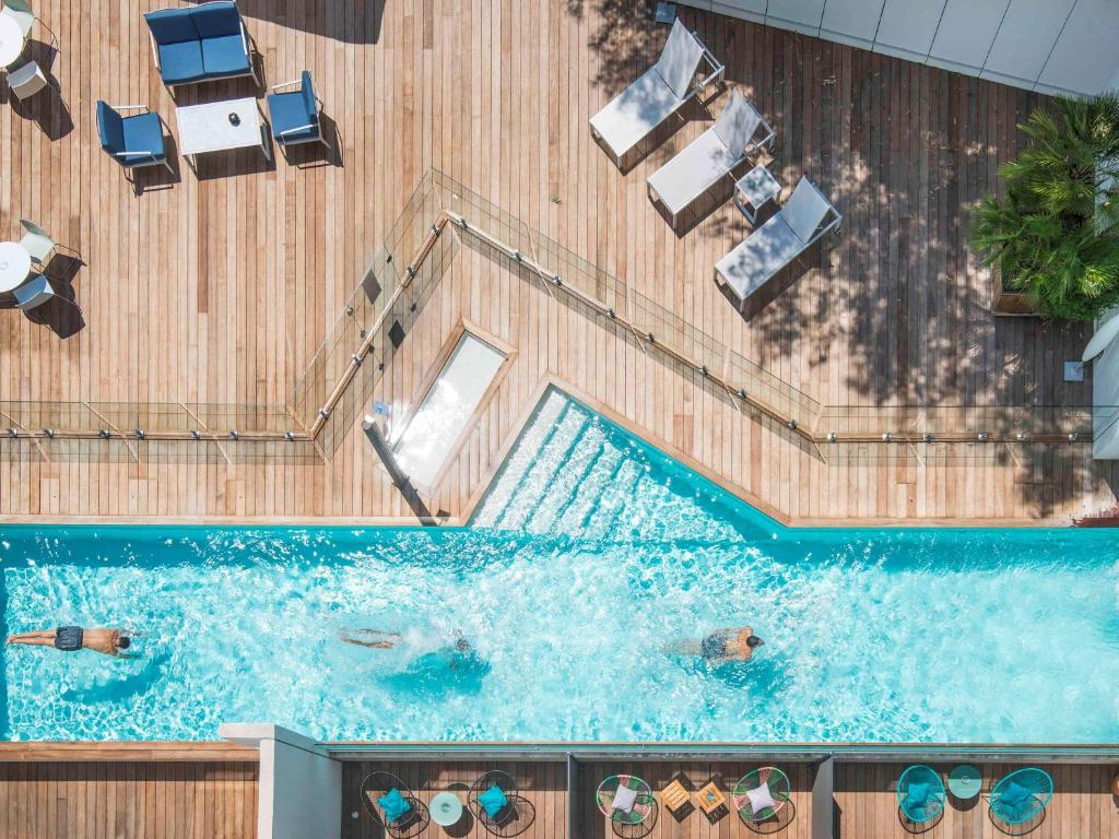 Vista de la piscina de Mercure Ajaccio o alrededores