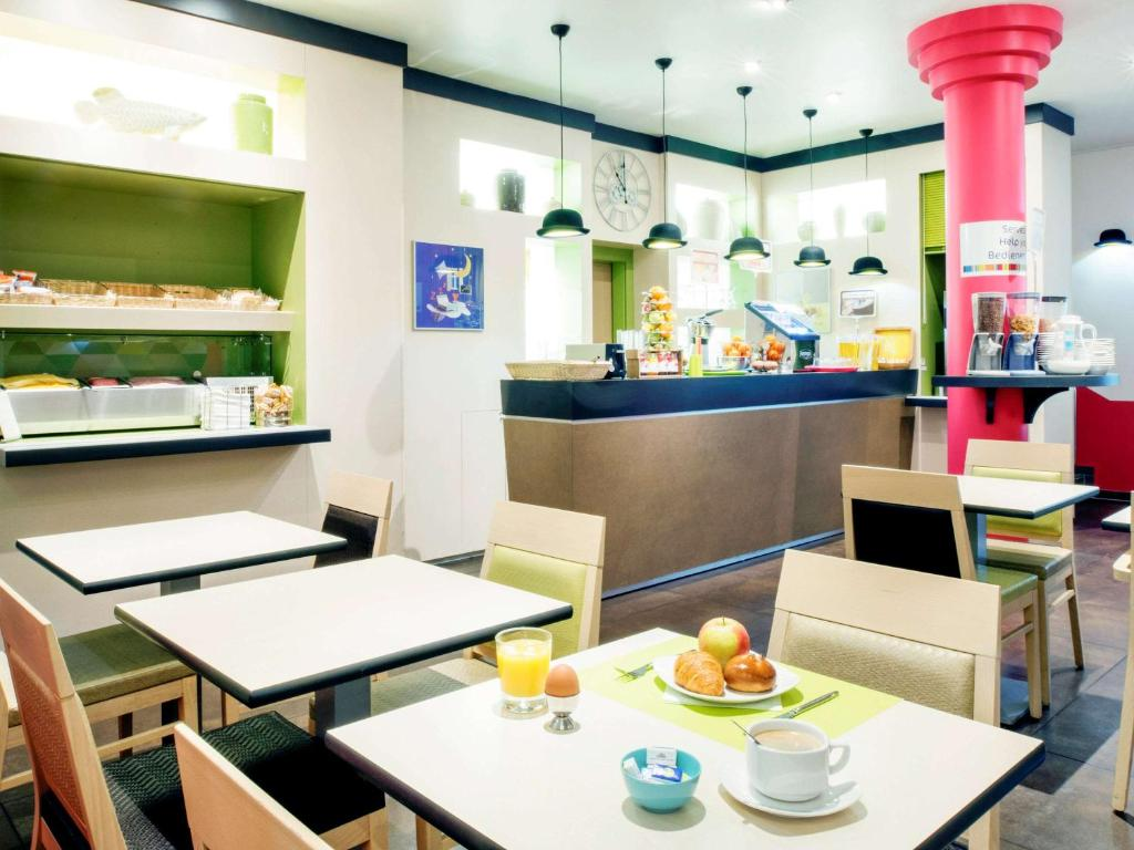A restaurant or other place to eat at ibis Styles Luxembourg Centre Gare