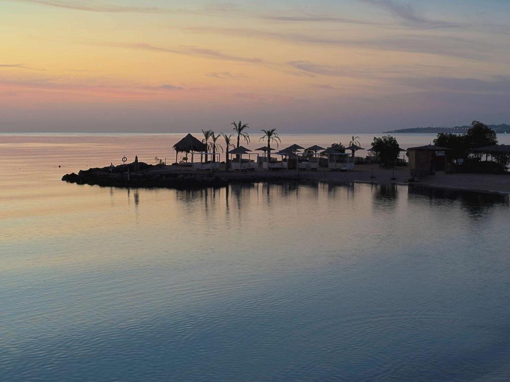 Het zwembad bij of vlak bij Mercure Hurghada Hotel