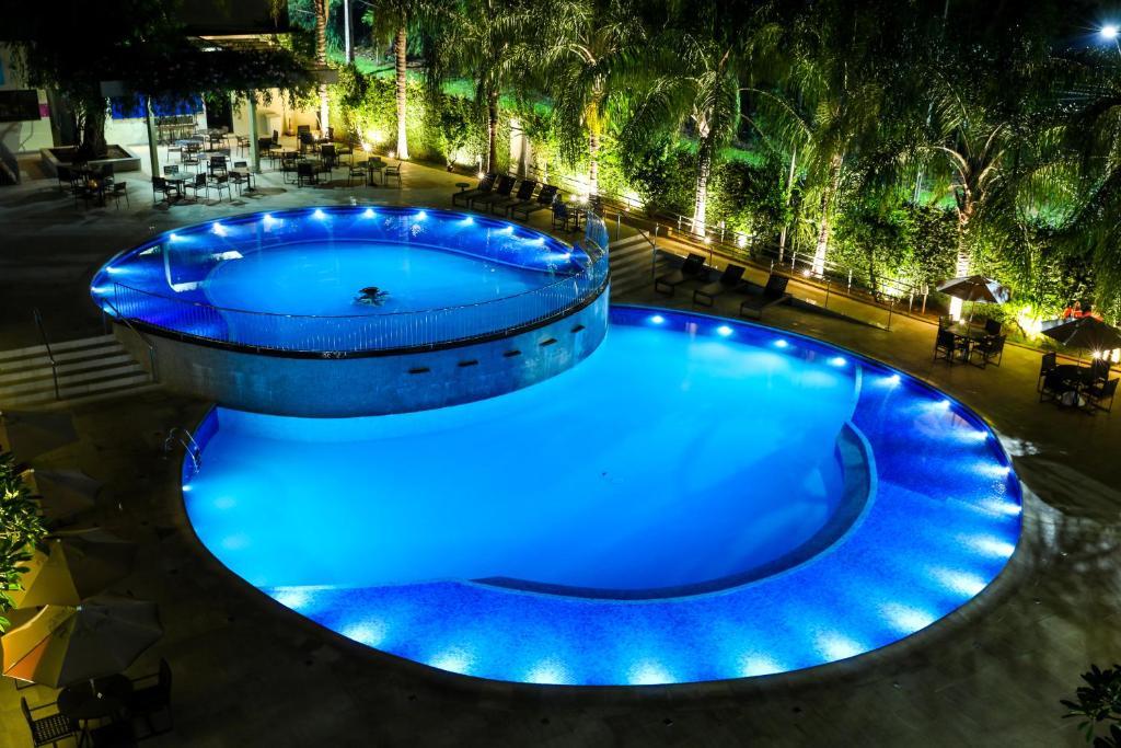 A piscina localizada em Viale Cataratas Hotel & Eventos ou nos arredores