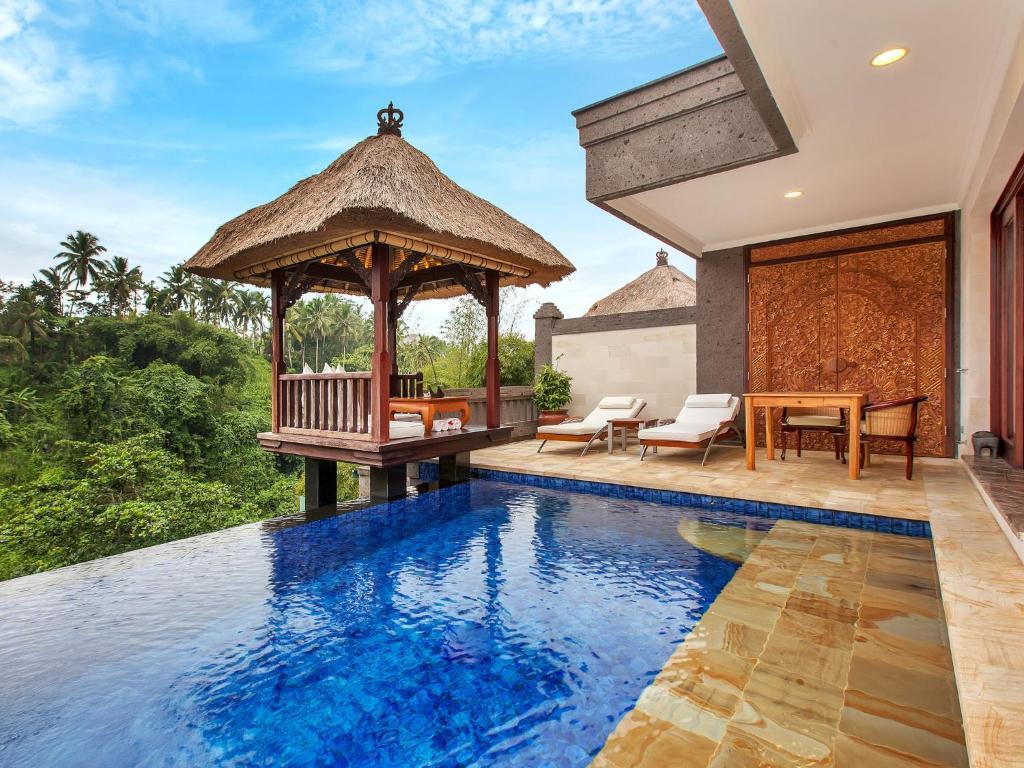 المسبح في فايسروي بالي أو بالجوار