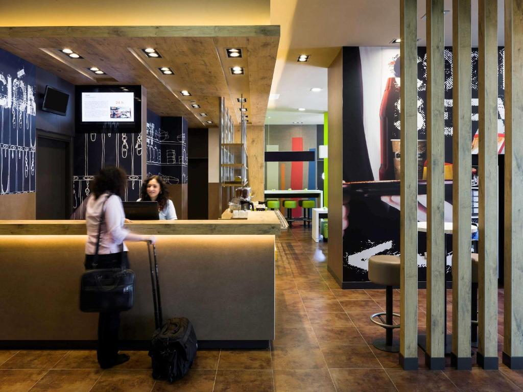 Hall o reception di Ibis Budget Sevilla Aeropuerto