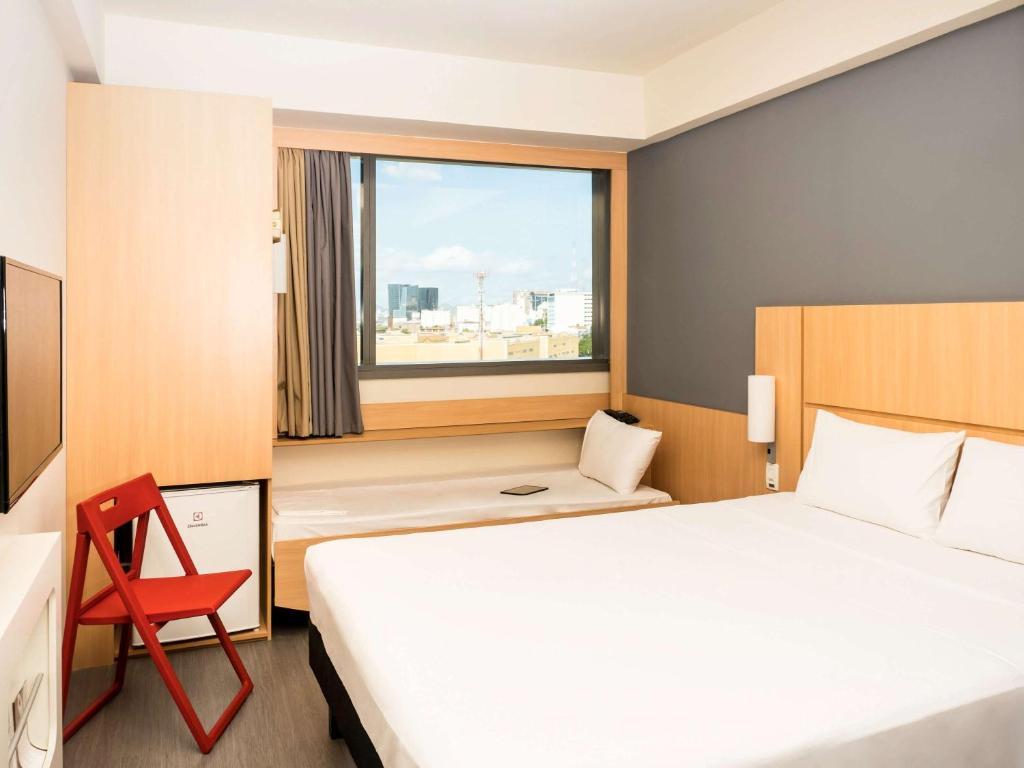 A bed or beds in a room at ibis Rio Porto Atlantico