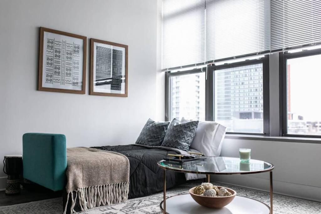 Modern Chicago 2br 2ba Downtown Loft, Modern Furniture Chicago Downtown