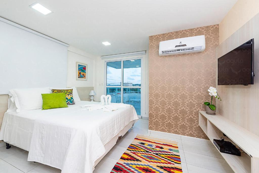 A bed or beds in a room at Águia Flats Pousada