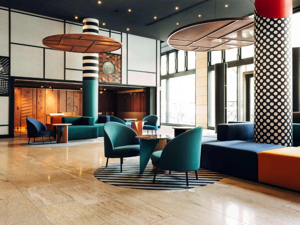 The lounge or bar area at Pullman Berlin Schweizerhof