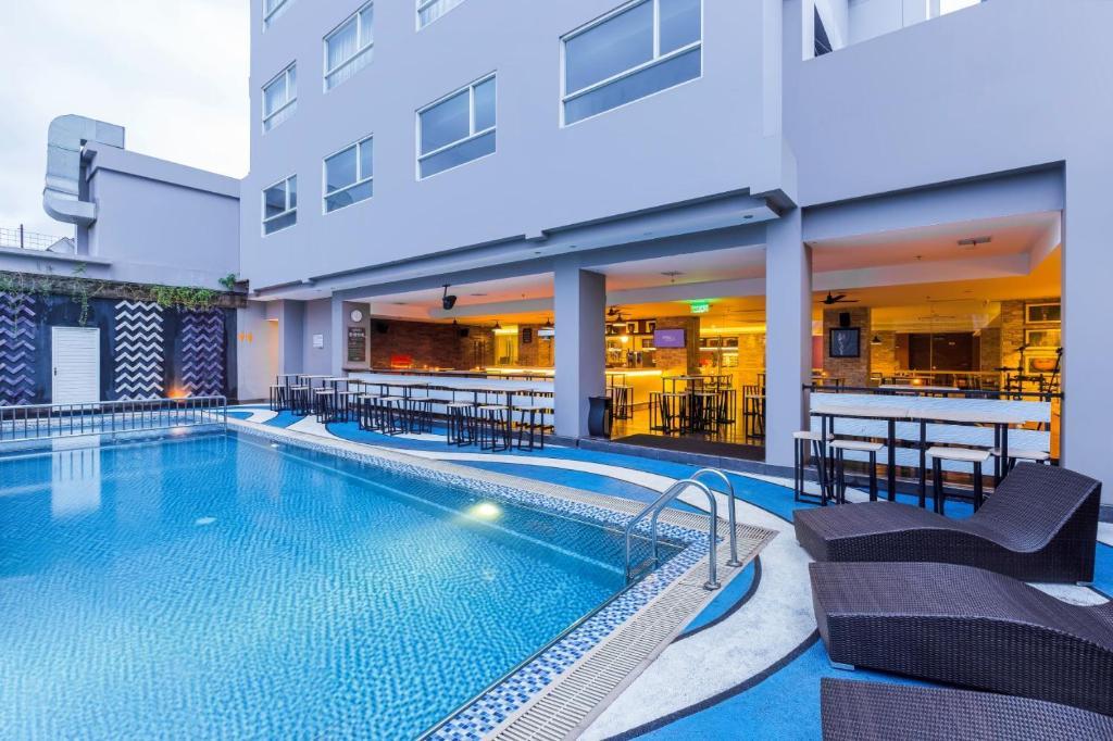 The swimming pool at or near Royal Bay Hotel Makassar