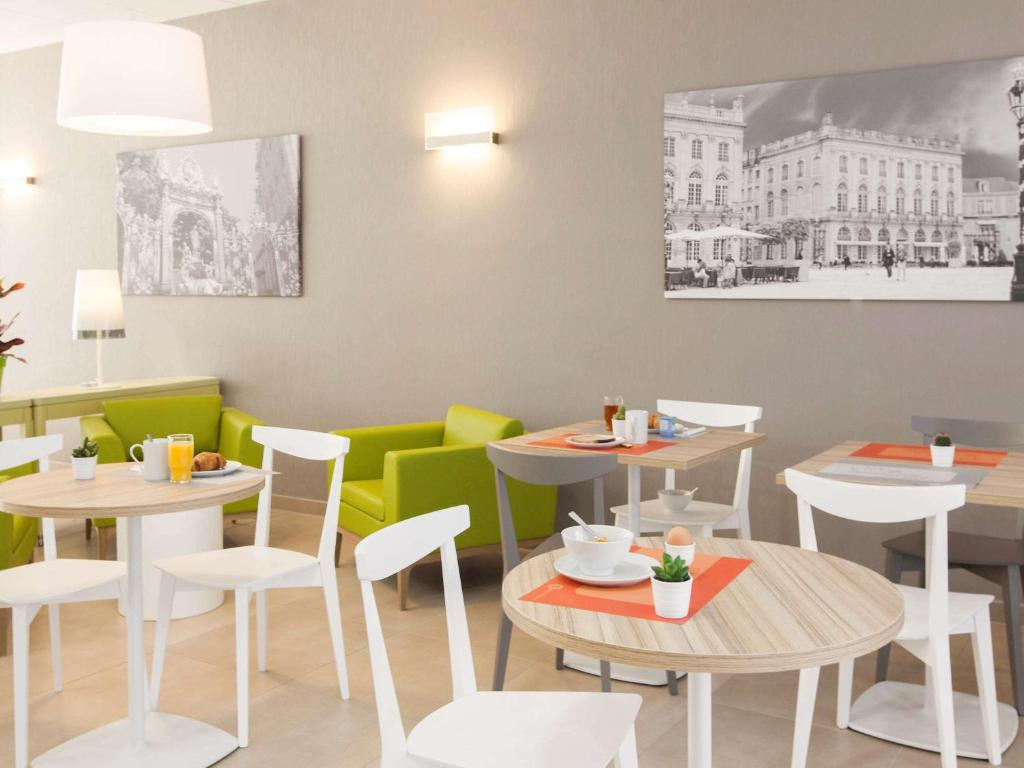 A restaurant or other place to eat at Aparthotel Adagio Access Nancy Centre