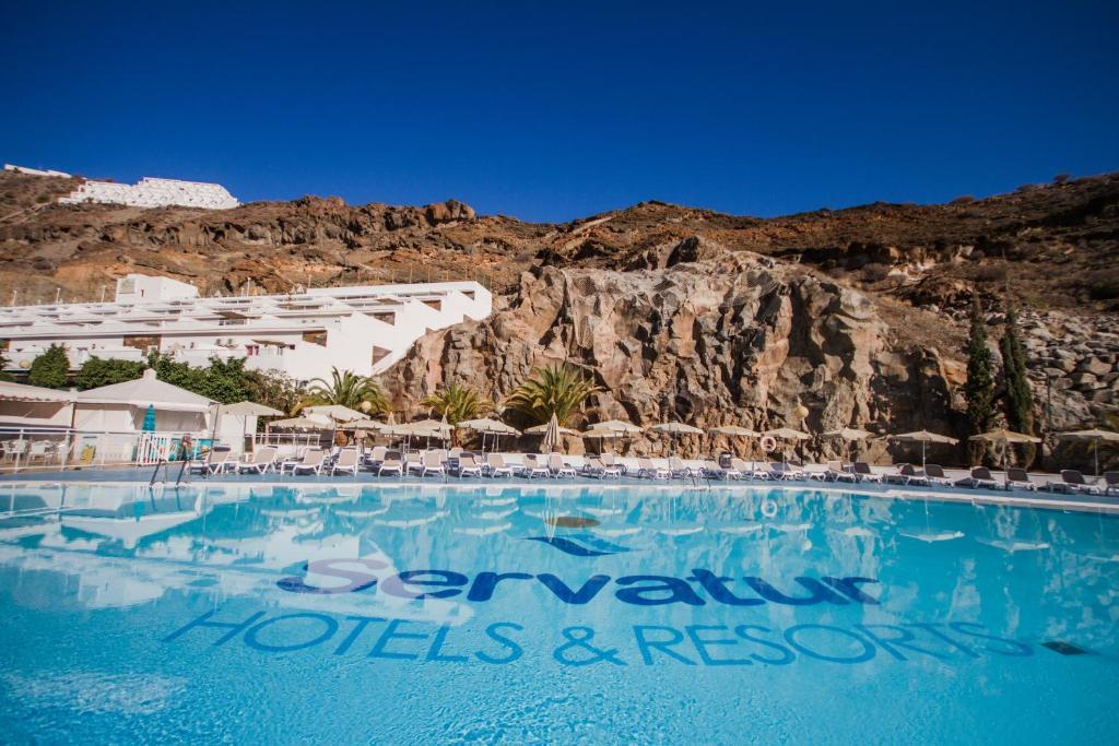 Het zwembad bij of vlak bij Servatur Terrazamar Sun Suite