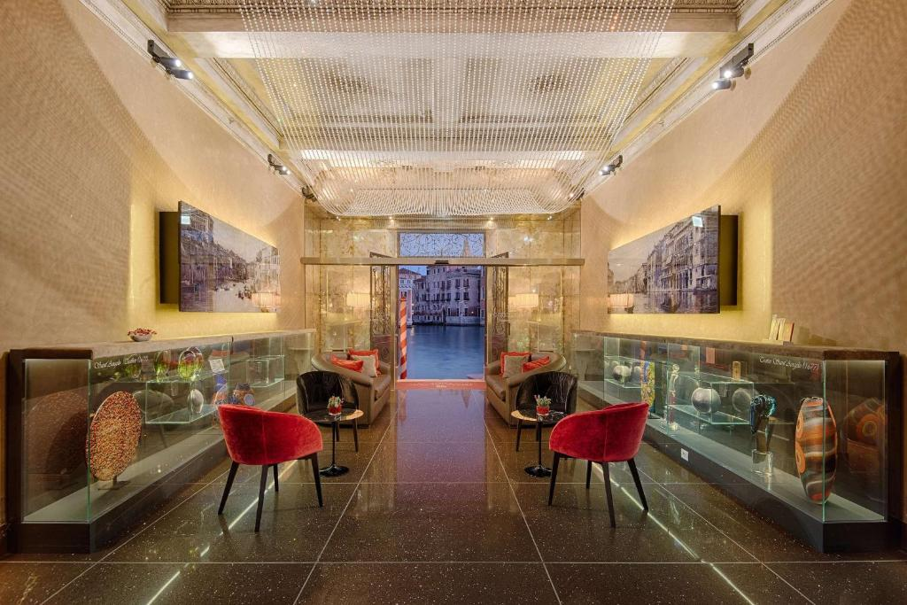 A restaurant or other place to eat at Palazzo Barocci