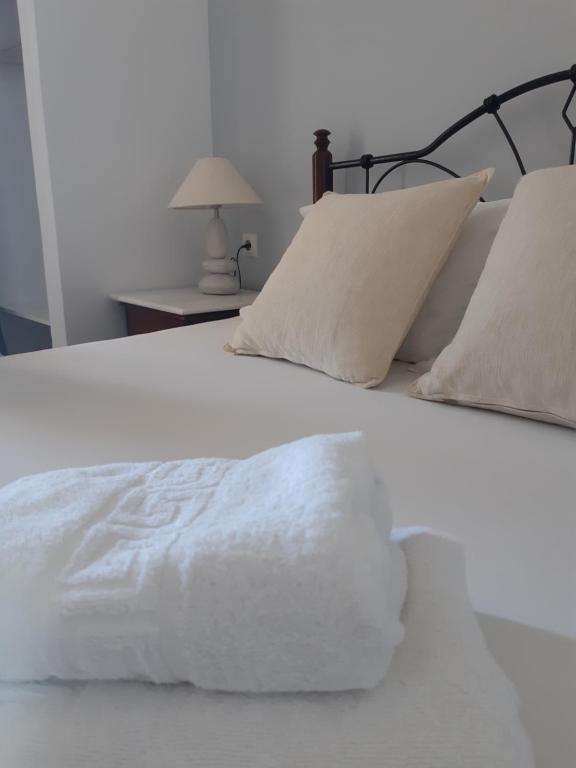 Ένα ή περισσότερα κρεβάτια σε δωμάτιο στο Emmanouela Studios & Villas