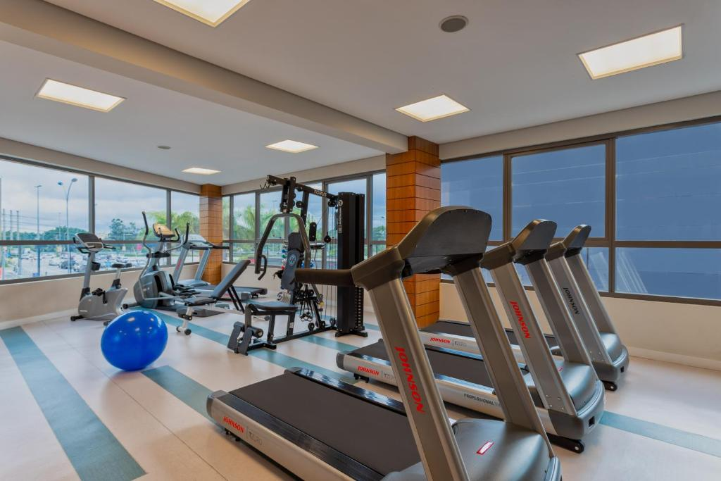 The fitness center and/or fitness facilities at Comfort Hotel São Caetano