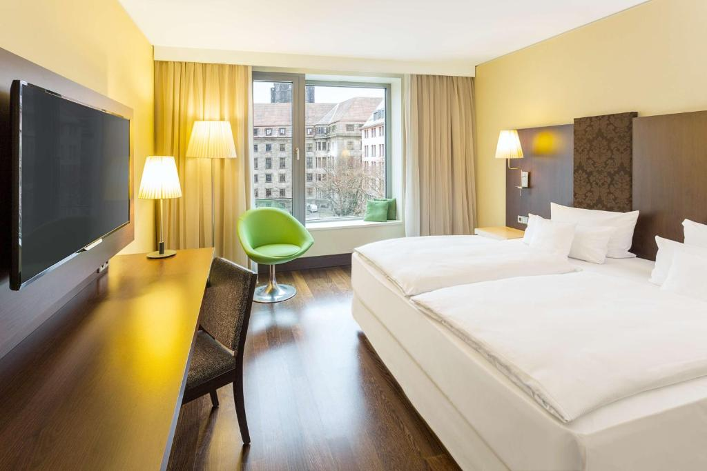 A bed or beds in a room at NH Collection Dresden Altmarkt