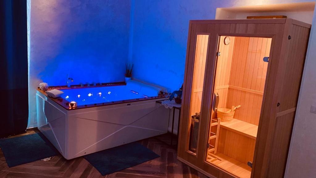A bathroom at B&B Blu Infinito