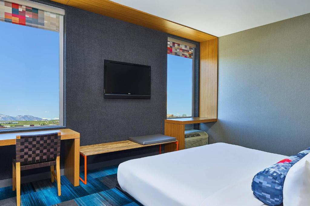 A television and/or entertainment centre at Aloft Broomfield Denver