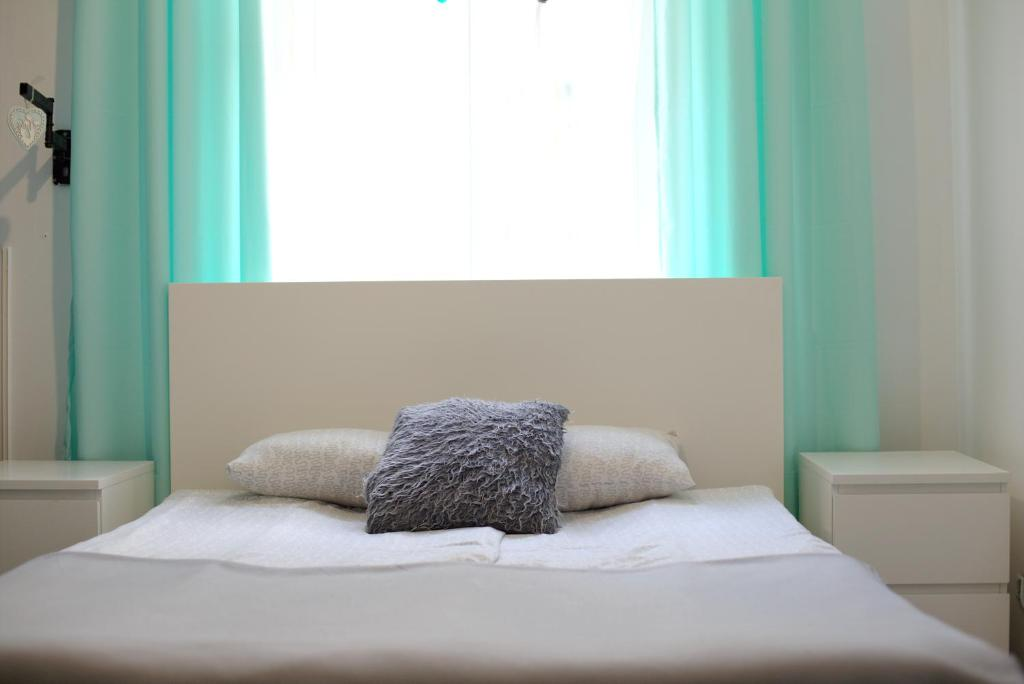 A bed or beds in a room at Color Apartment 2