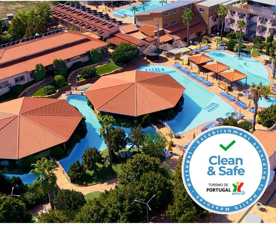 Uma vista aérea de Alambique de Ouro Hotel Resort & Spa