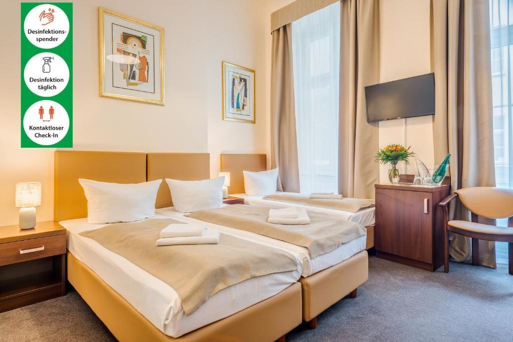 A bed or beds in a room at Upper Room Hotel Kurfürstendamm
