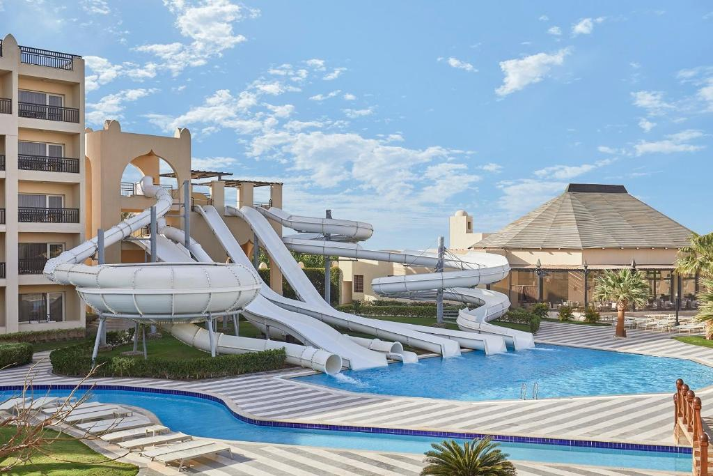 Het zwembad bij of vlak bij Steigenberger Aqua Magic Red Sea