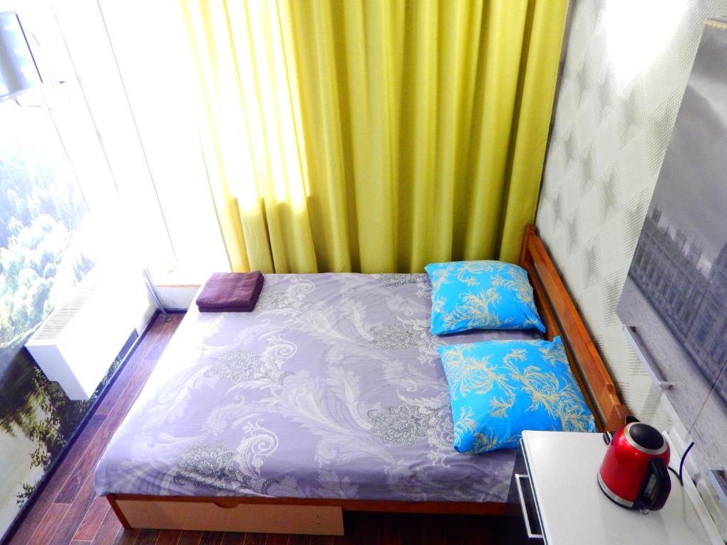 Кровать или кровати в номере Apartment-studio Royal Forest