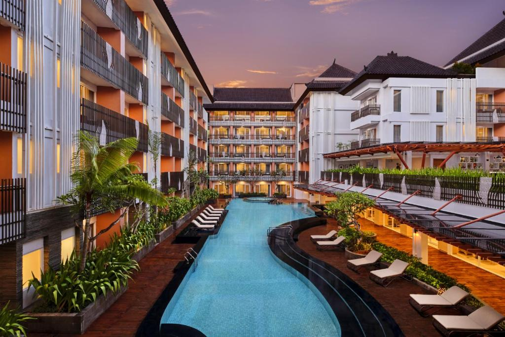 The swimming pool at or close to Fairfield by Marriott Bali Kuta Sunset Road