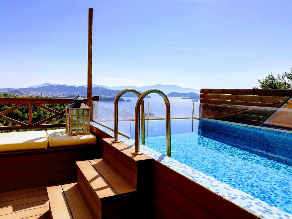Bassenget på eller i nærheten av Villa Kallisto2br2bth Villa With Private Pool And Stunning Sea Views