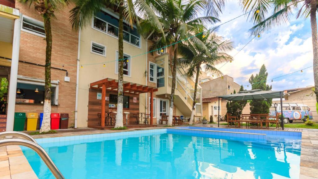 A piscina localizada em Guarujá Hostel ou nos arredores