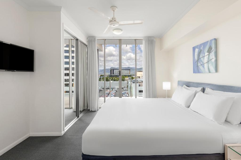 A bed or beds in a room at Park Regis City Quays