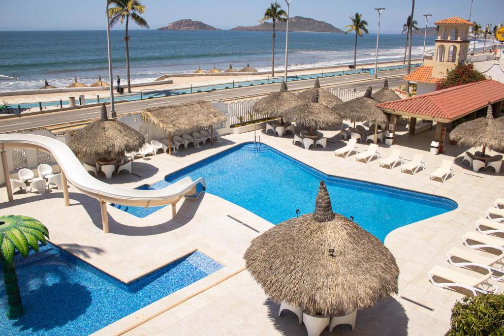 Vista de la piscina de Hotel Sands Arenas o alrededores