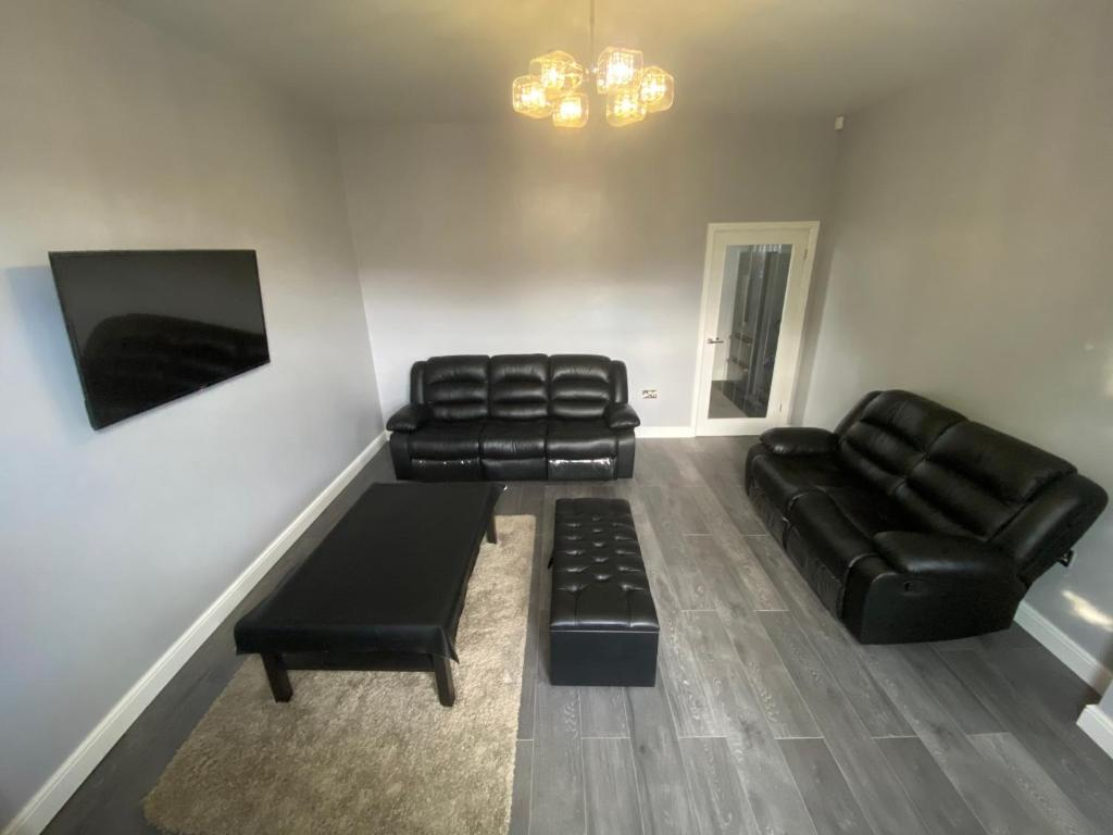 A seating area at Modern House Mirfield