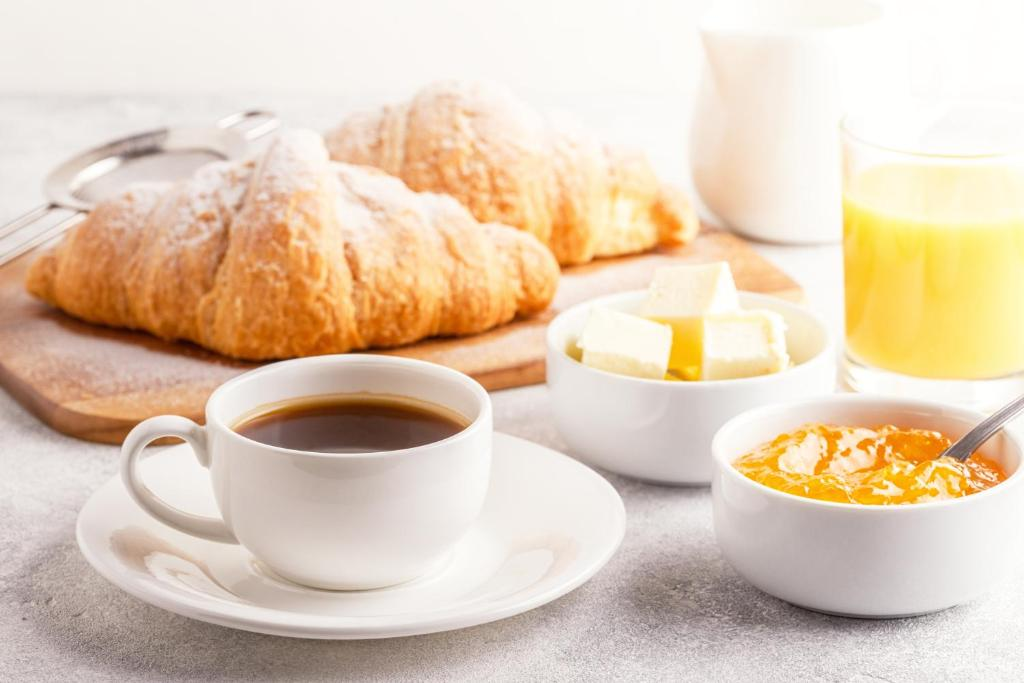 Breakfast options available to guests at White Swan Inn