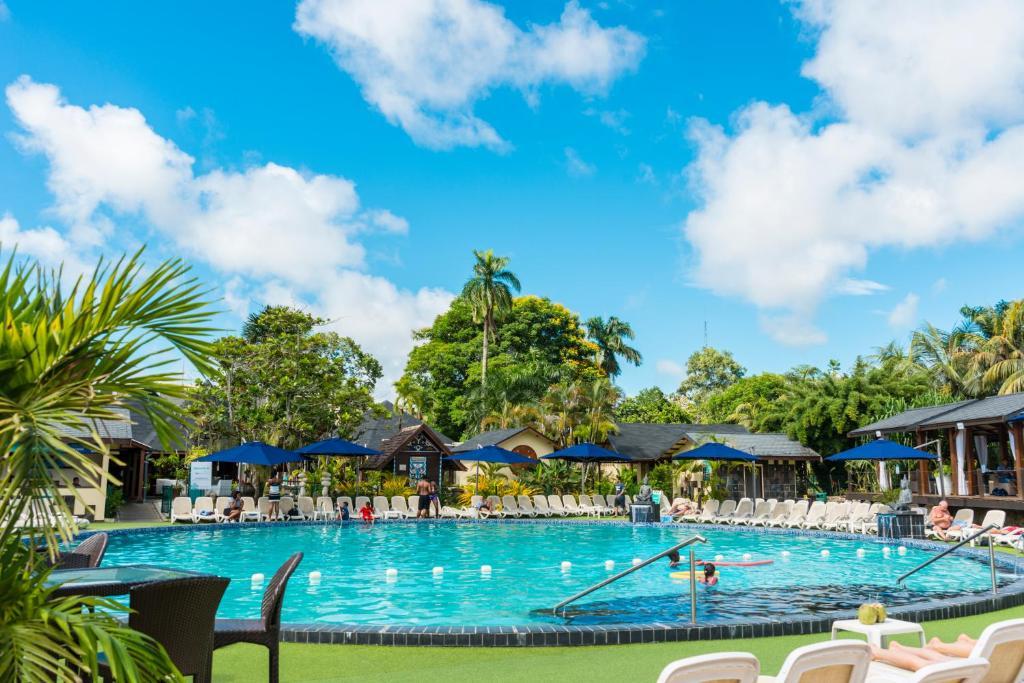 Het zwembad bij of vlak bij Torarica Resort