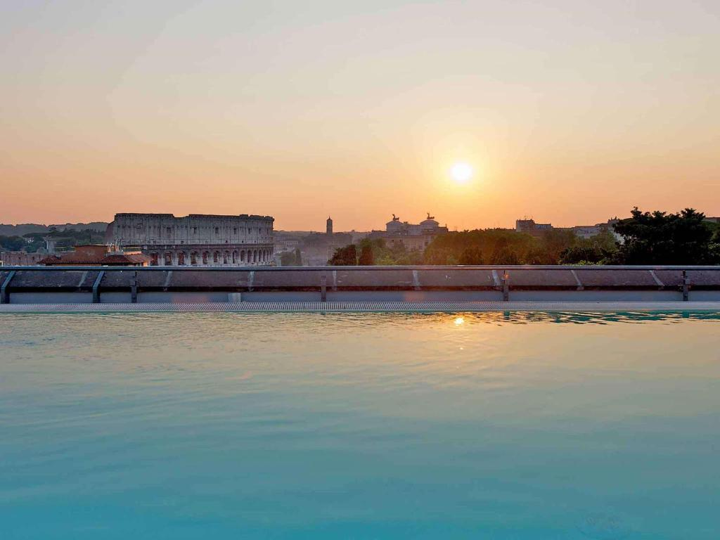 The swimming pool at or near Mercure Roma Centro Colosseo