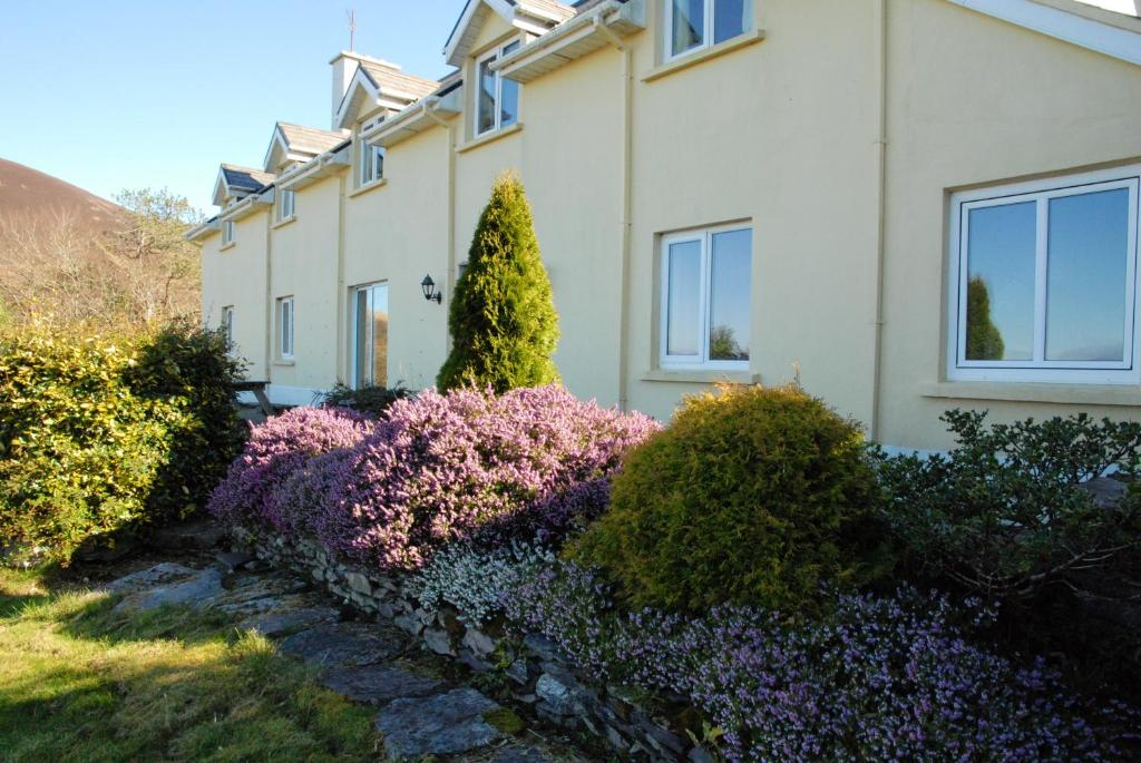 House with 5 bedrooms in Co Kerry with wonderful sea view enclosed garden and WiFi 500 m from the beach