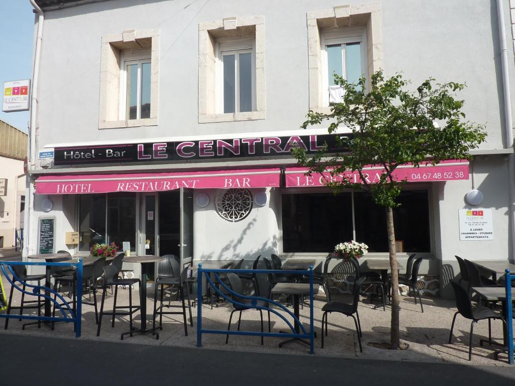 A restaurant or other place to eat at Hôtel Le Central