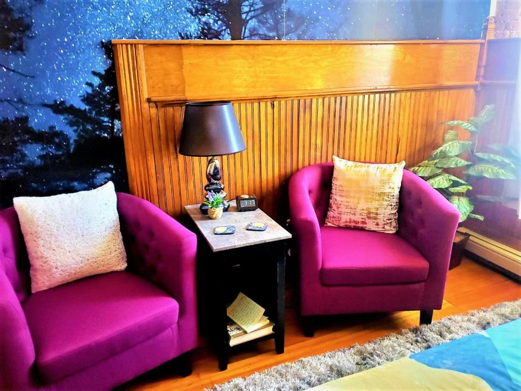 A seating area at Aspen Inn Starry Night Suite