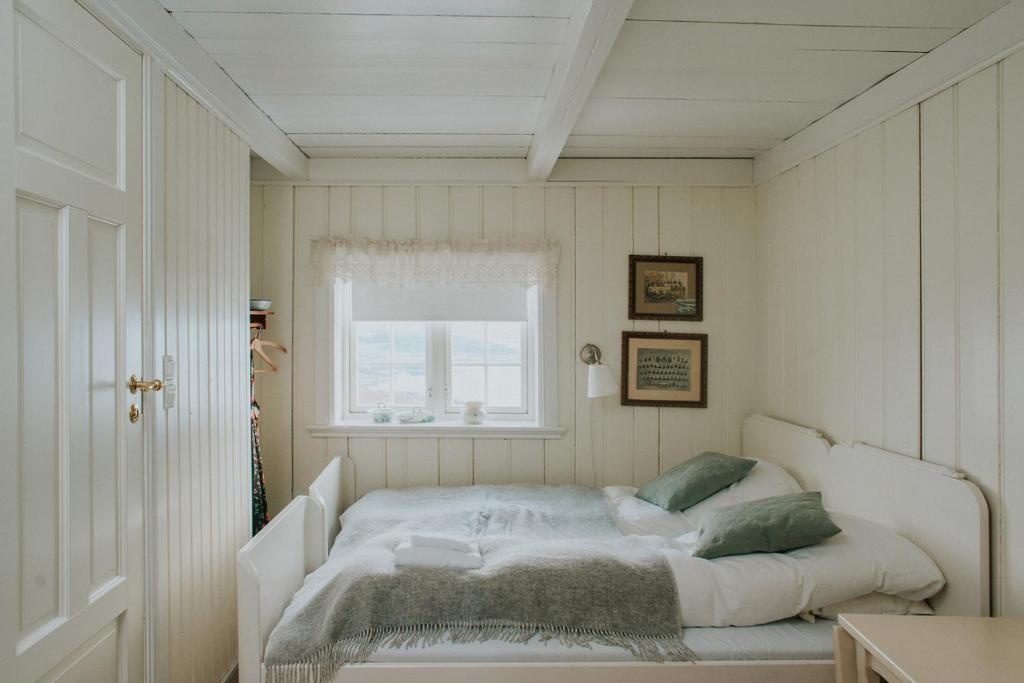 Łóżko lub łóżka w pokoju w obiekcie Husfrua Gårdshotell