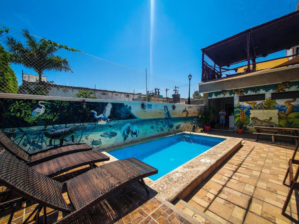 The swimming pool at or near Hostelito Chetumal Hotel + Hostal