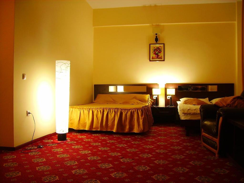 Un pat sau paturi într-o cameră la Hotel Magic GT Trivale