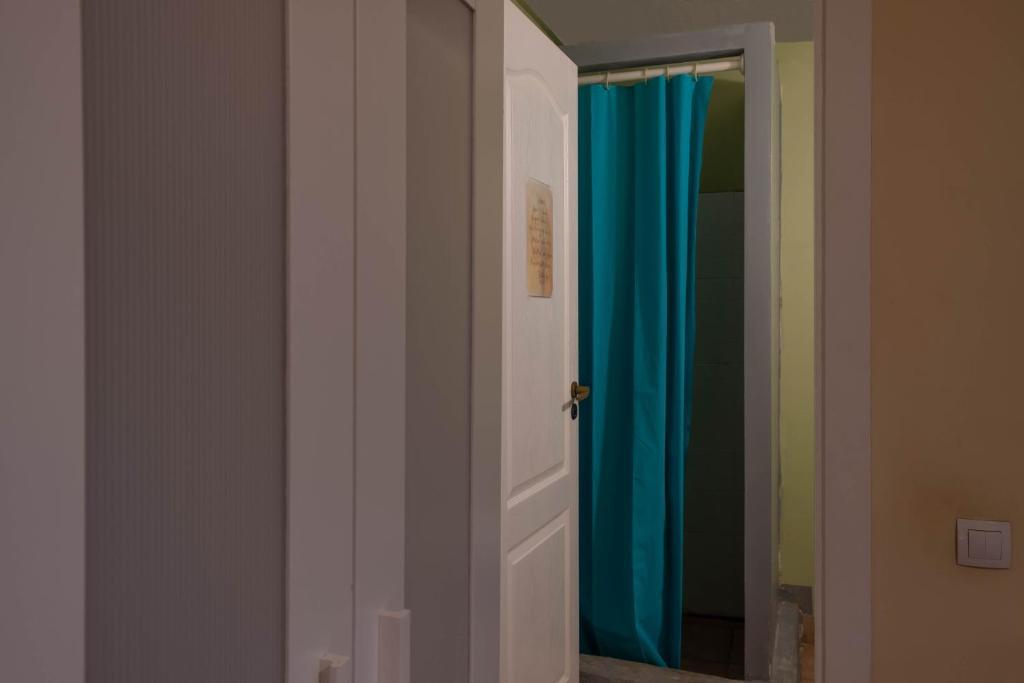 A bathroom at Zen Hostel by Pura Vida