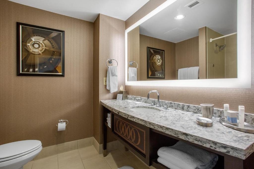 A bathroom at Omni Providence