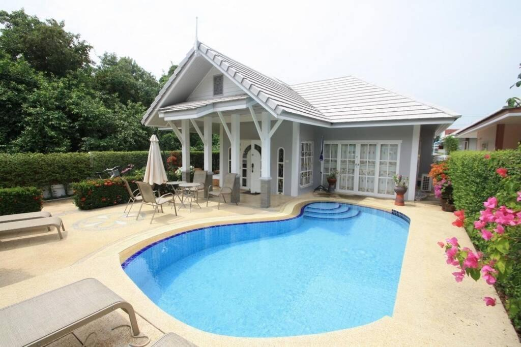 Beautiful Villa with private pool in Cha-Am