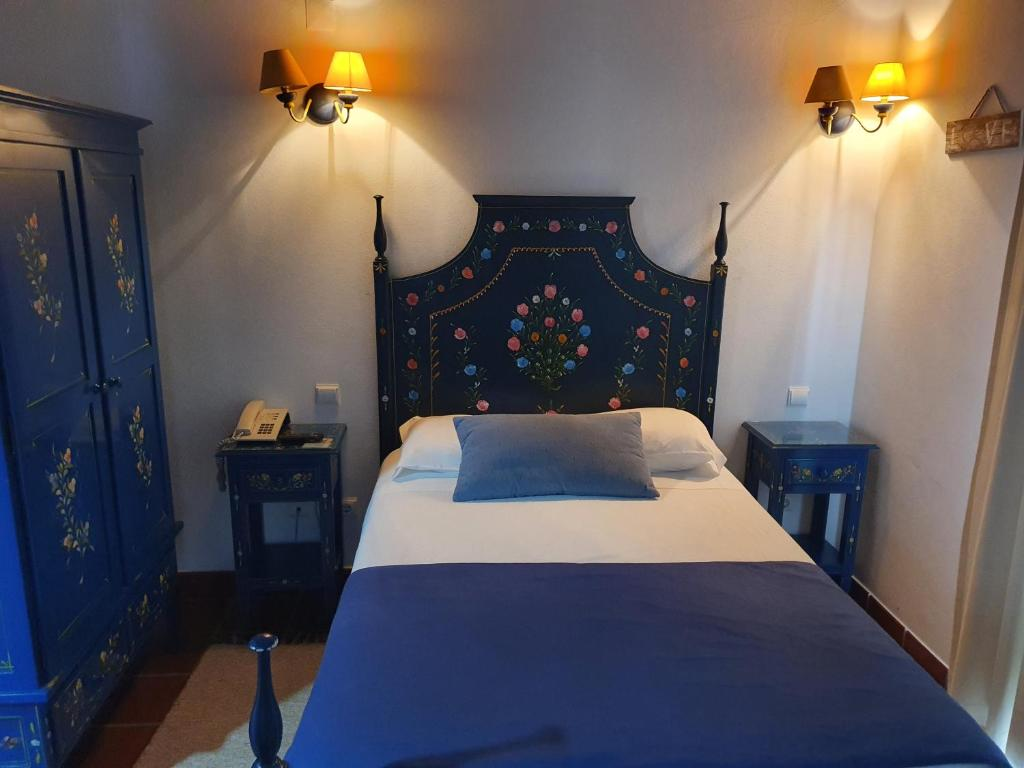 A bed or beds in a room at Hotel Mar e Sol VNMF by Portugalferias