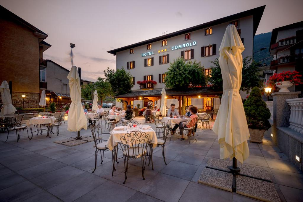 A restaurant or other place to eat at Hotel Ristorante Combolo