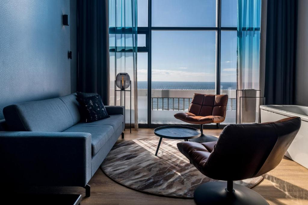 Een zitgedeelte bij Palace Hotel Zandvoort