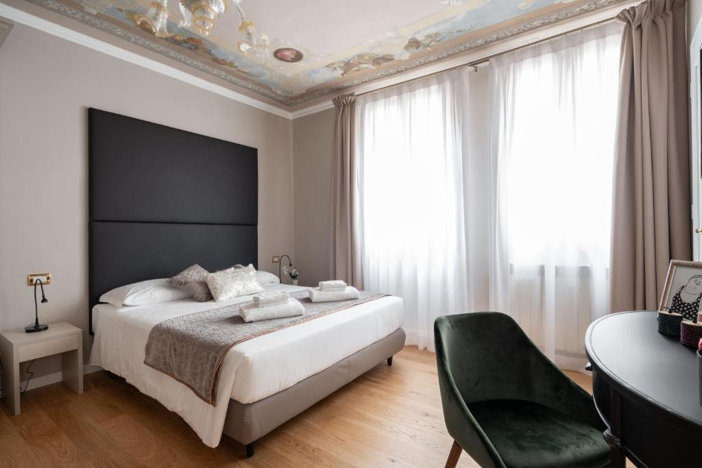 A bed or beds in a room at Hotel Herion