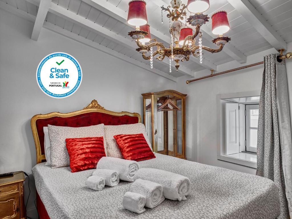 A bed or beds in a room at Solar Antigo Charme Coimbra